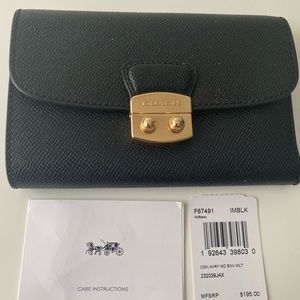 Coach Avery Medium Envelope Wallet